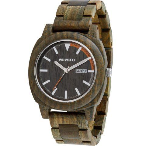 Motus Army è un orologio in legno di Bulnesia sarmientoi, dal colore tra il verdasto e il rosso, con marcatori luminosi, datario e cassa da 44 mm.Meccanismo: Premium Miyota 2035
